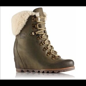 Sorel conquest Shearling wedge boots 6